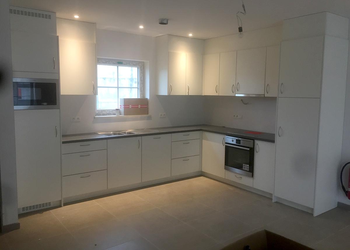 Afwerking Witte Keuken : Moderne witte keuken met rvs afwerking schrijnwerkerij segers